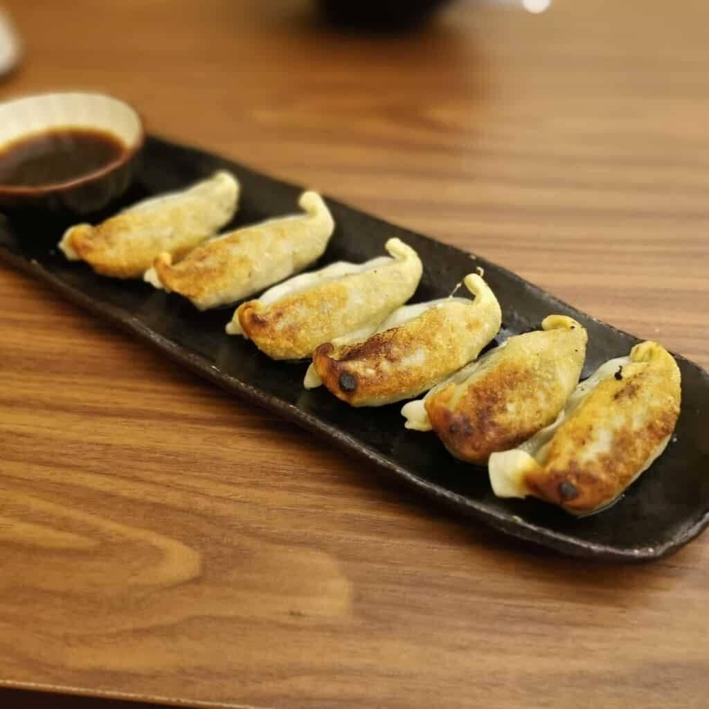 Aburi-en - gyoza frito de atún de Okinawa