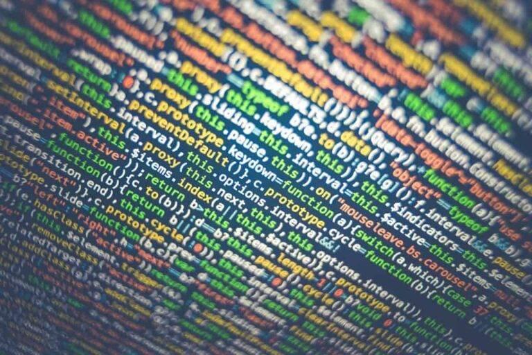 """根据HackerOne的调查,组织为""""白帽""""道德黑客支付了23.5万美元,以解决一年内排名前十的网络安全漏洞"""