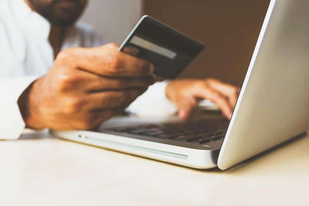 thương mại điện tử, sử dụng thẻ tín dụng, thị trường