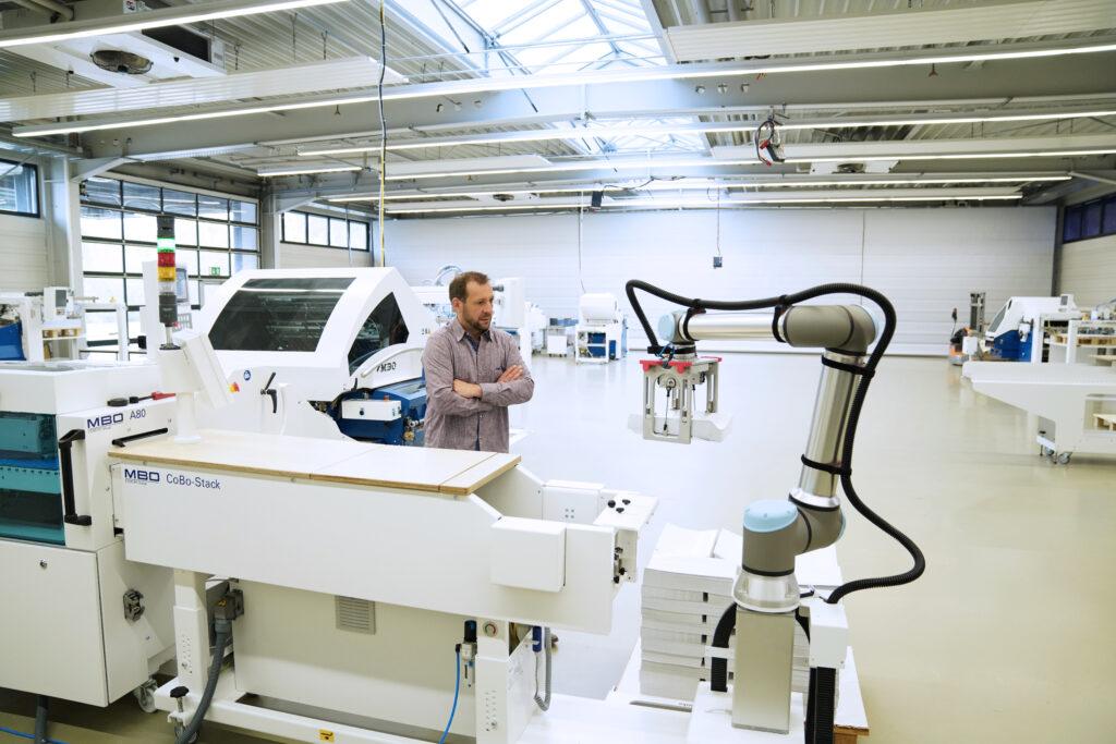 Universal Robots (UR) UR10e - MBO Postpress Solutions